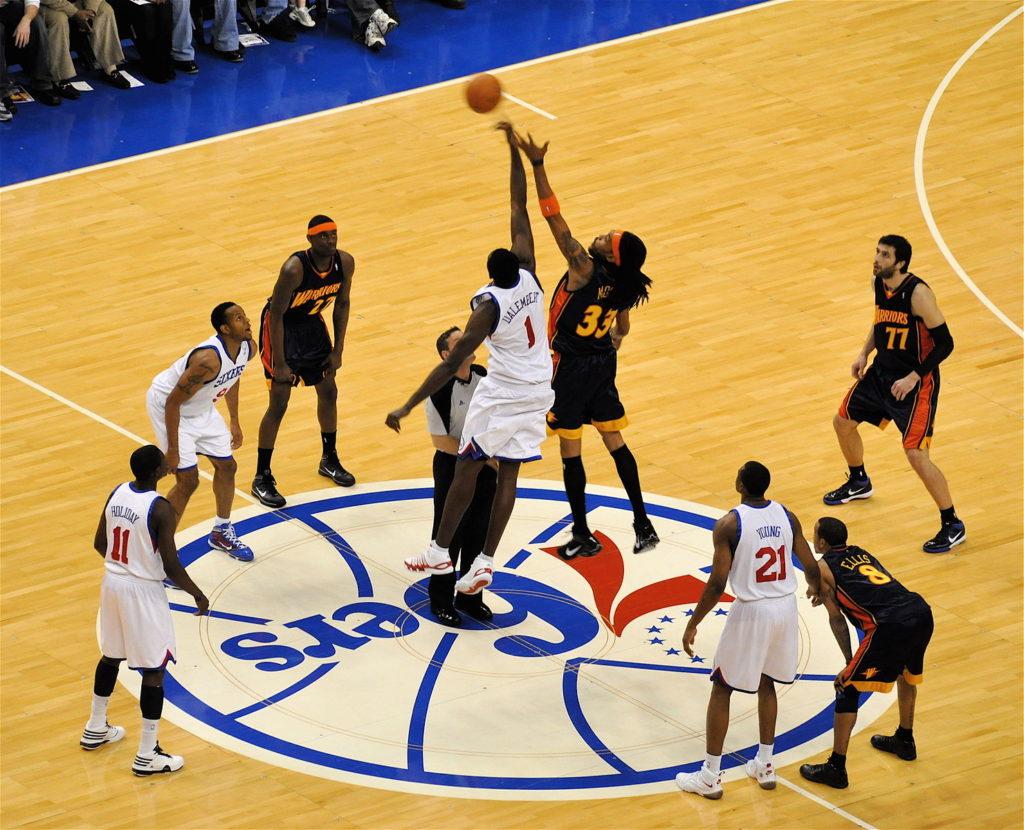 NBA選手のジャンプボール